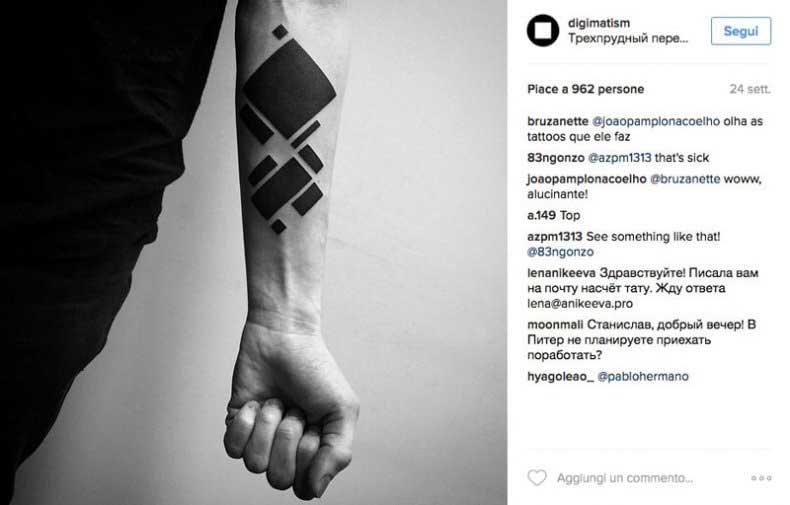 Il tatuaggio si ispira al mondo digitale